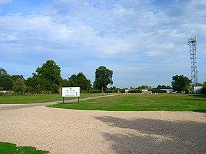 Fontwell Park Racecourse - Image: Car Park, Fontwell Park Racecourse geograph.org.uk 236617