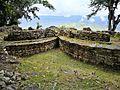 Cases rodones de Kuelap amb el paisatge al fons.jpg