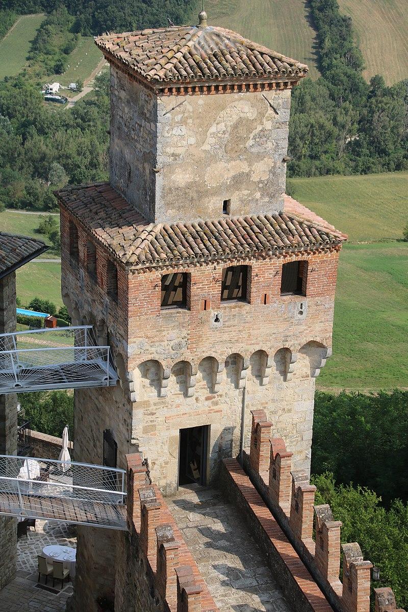 Castello di Vigoleno (Vernasca) 25.jpg