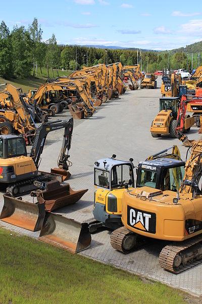 File:Cat escavator gravemaskin 3 Excavators.JPG