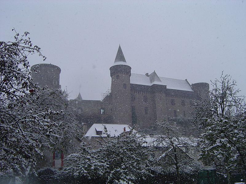 Fichier:Château de Vitré sous la neige.JPG