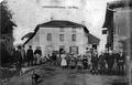 Chèzeneuve, la place, en 1912, p 54 de L'Isère les 533 communes.tif