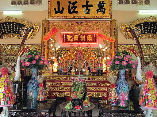 Chính điện đền thờ Trần Hưng Đạo (Sài Gòn)