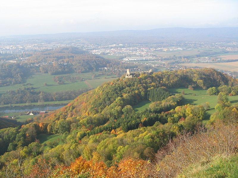 Le château de Montfaucon vu du Belvédère de Montfaucon