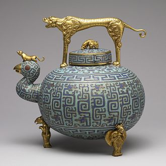 Vitreous enamel - Chinese cloisonné enamel bronze wine pot, 18th century