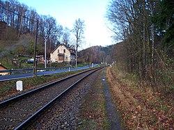 Chrastava-Andělská Hora, trať, silnice a čp. 105.jpg