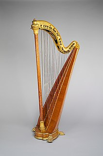 harp with two overlapping rows of strings allowing for chromatic play