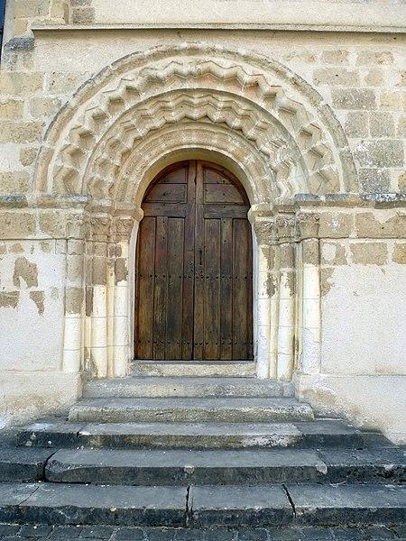 Portail de l'église Saint-Pons de Citry. (Seine-et-Marne, région Île-de-France).