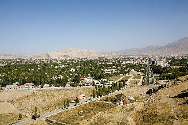 Файл:City of Van (view from Van Kalesi).jpg