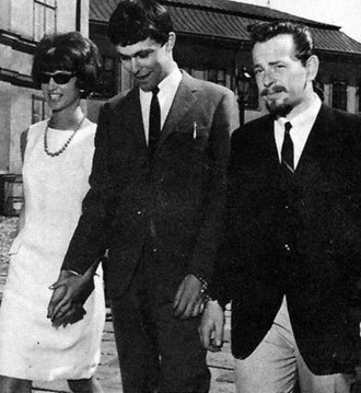 Clark Olofsson - Clark Olofsson on his way to court in 1967, with his fiancée at the time (left) and a policeman (right).