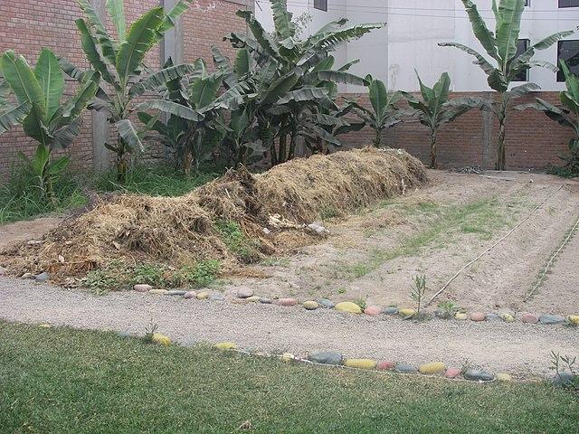 Backyard Mulch Jump : FileCompost heaps in the school garden (3110374120)jpg  Wikimedia