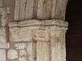 Cornille église chapiteaux portail.JPG