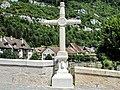 Croix pommée à l'entrée sud du pont Saint-Jean-Népomucène.jpg