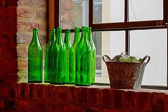 Ten Green Bottles - Green bottles on a wall.