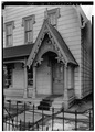 DETAIL OF FRONT PORCH ENTRANCE, SHOWING CARVED VERGEBOARD - Alfred Dunk House, 4 Pine Street, Binghamton, Broome County, NY HABS NY,4-BING,9-3.tif