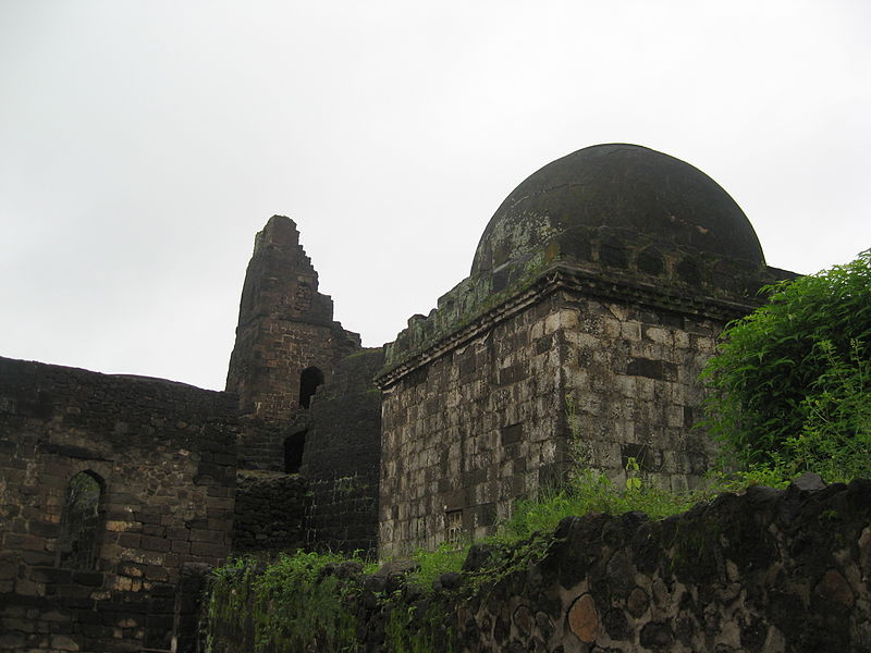 चित्र:Daulatabad entrance dome.JPG