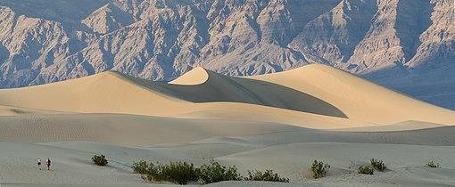 Death Valley Mesquite Flats Sand Dunes 2013.jpg
