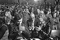 Deelnemers aan de discussie, op de voorste rij (v.l.n.r.) Harry Mulisch, Ton Lu, Bestanddeelnr 923-4619.jpg