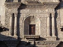 Detalle de la fachada lateral de la iglesia de la Compañía de Jesús en Arequipa