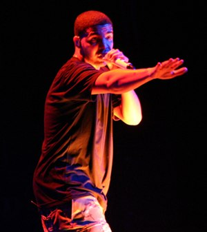 Drake (musician) - Drake performing at the Fox Theater in 2010.