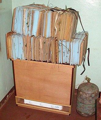 Das Herbarium 330px-Drying_herbarium_specimens