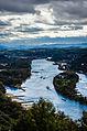 Dunkle Wolken über der Vulkaneifel, Im Vordergrund der Rhein bei extremen Niedrigwasser mit der Insel Nonnenwerth (14433316748).jpg
