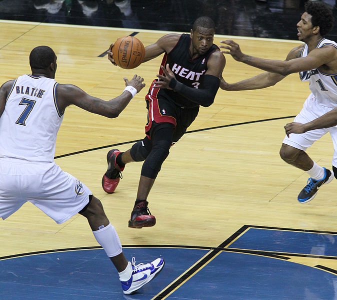 File:Dwyane Wade splits defense.jpg