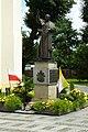 Dynów, kostel, socha Jana Pavla II.jpg