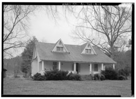 EXTERIOR VIEW, FRONT ELEVATION - Corry Homestead, Corry House, State Route 69, 10 miles South of Jasper (244 School Street), Oakman, Walker County, AL HABS ALA,64-OAK,A-1.tif