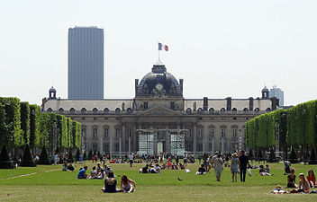 Ecole Militaire at the end of the park.JPG