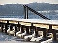 Ein vereister Steg am Starnberger See.jpg