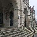 Eingangsbereich am Neuen Rathaus in Hannover.jpg