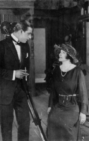Elinor Glyn looks up at Rudolph Valentino, fro...