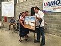 Entrega de cuadro por parte de la comunidad de Comalapa al Dr. Giammattei.jpg