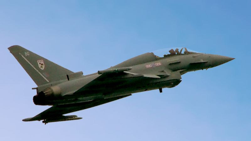 http://upload.wikimedia.org/wikipedia/commons/thumb/9/9a/Eurofighter_Typhoon_2.jpg/800px-Eurofighter_Typhoon_2.jpg