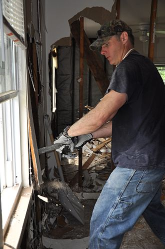 Kerry Collins - Collins in Nashville helping clean out homes after floods damaged the city