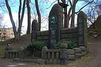 Familien Gude, gravminne på Vår Frelsers gravlund, Oslo, bilde 2.JPG