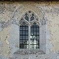 Fenêtre du mur nord de l'église Saint-Denis (Pierrefitte-en-Auge, Calvados, France).jpg
