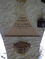 Feuerhalle Simmering - Arkadenhof (Abteilung ARI) - Josef Bombek 01.jpg