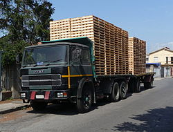 Fiat truck with pallets.JPG