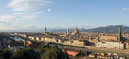 November 2005 view of the city and Arno valley, with the Apennine mountains in the background Florence view from Piazzale Michelangelo - Florence, Italy - panoramio.jpg
