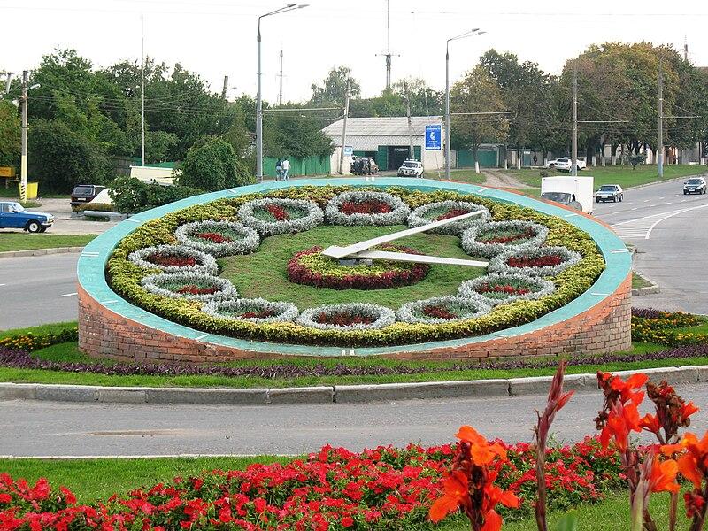 http://upload.wikimedia.org/wikipedia/commons/thumb/9/9a/FlowerClockGagarinProspekt.jpg/800px-FlowerClockGagarinProspekt.jpg