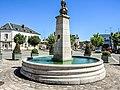 Fontaine, place de la mairie à Boussac.jpg
