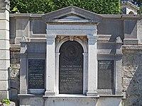 Franz von Pitha family grave, Vienna, 2017.jpg