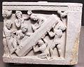 Gandhara, buddha mette in moto la ruota della legge dinanzi a un pilastro con triraina, II-IV sec.JPG