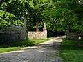 Gateway near Avebury Manor - geograph.org.uk - 841031.jpg