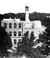 Gebäude der Allg Volks- und Bürgerschule Liesing Bombenschäden 1945.jpg