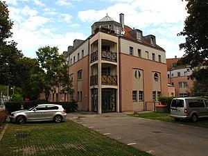Gemeindebau_1984-87_(Rodaun)_02.jpg