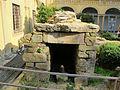 Giardino del museo archeologico, cella di una tomba da vetulonia, VII-VII sec ac. 00.JPG