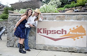 Ruoff Home Mortgage Music Center - Image: Girls about Town at Klipsch Music Center